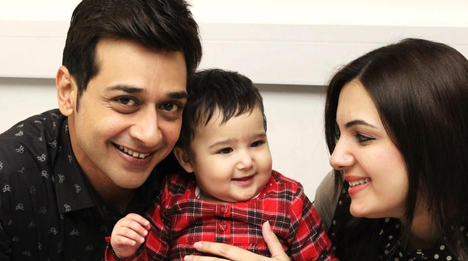 Faisal Qureshi With Family Picture