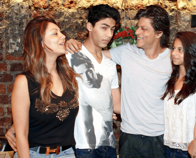 Shah Rukh Khan Outing with Family