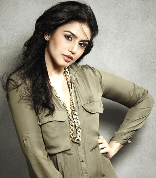 Huma Qureshi Pictures