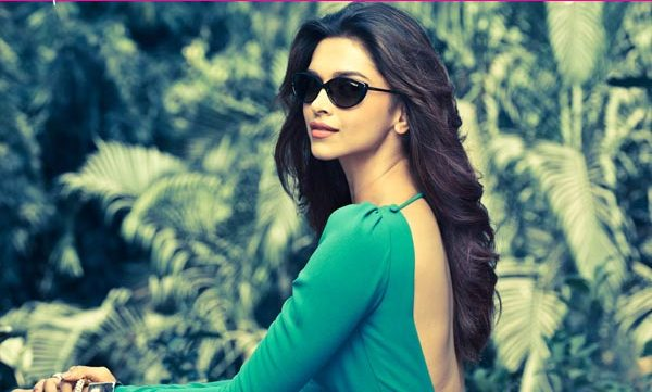 Deepika Padukone lonely at top and Keep Distance from Other