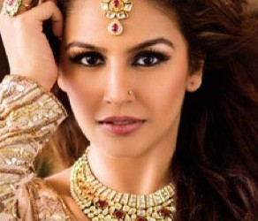 Huma Qureshi as showstopper of Indian Couture Week 2014