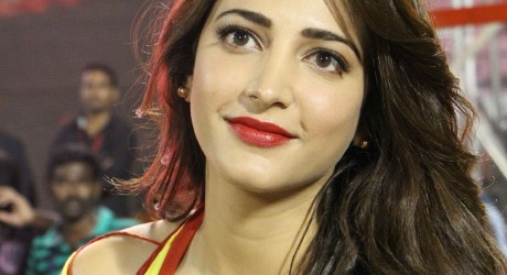 Shruti Haasan denies to Perform in the Item Song her Father Movie
