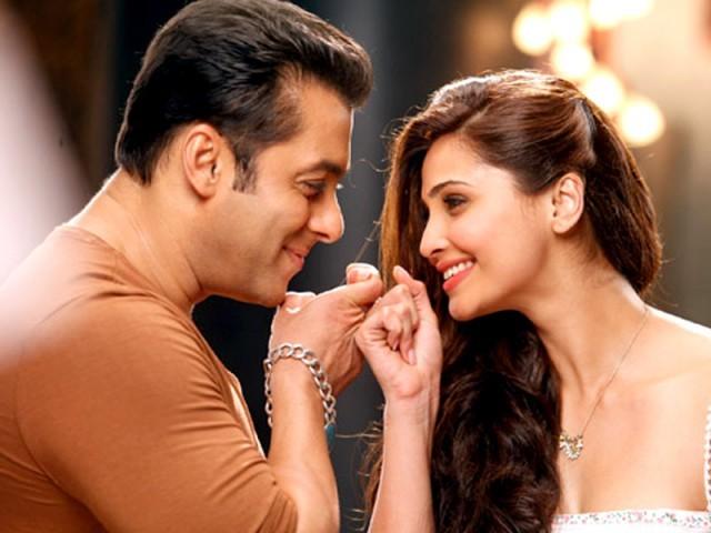 Daisy Shah & Salman Khan Jai Ho Pict rue
