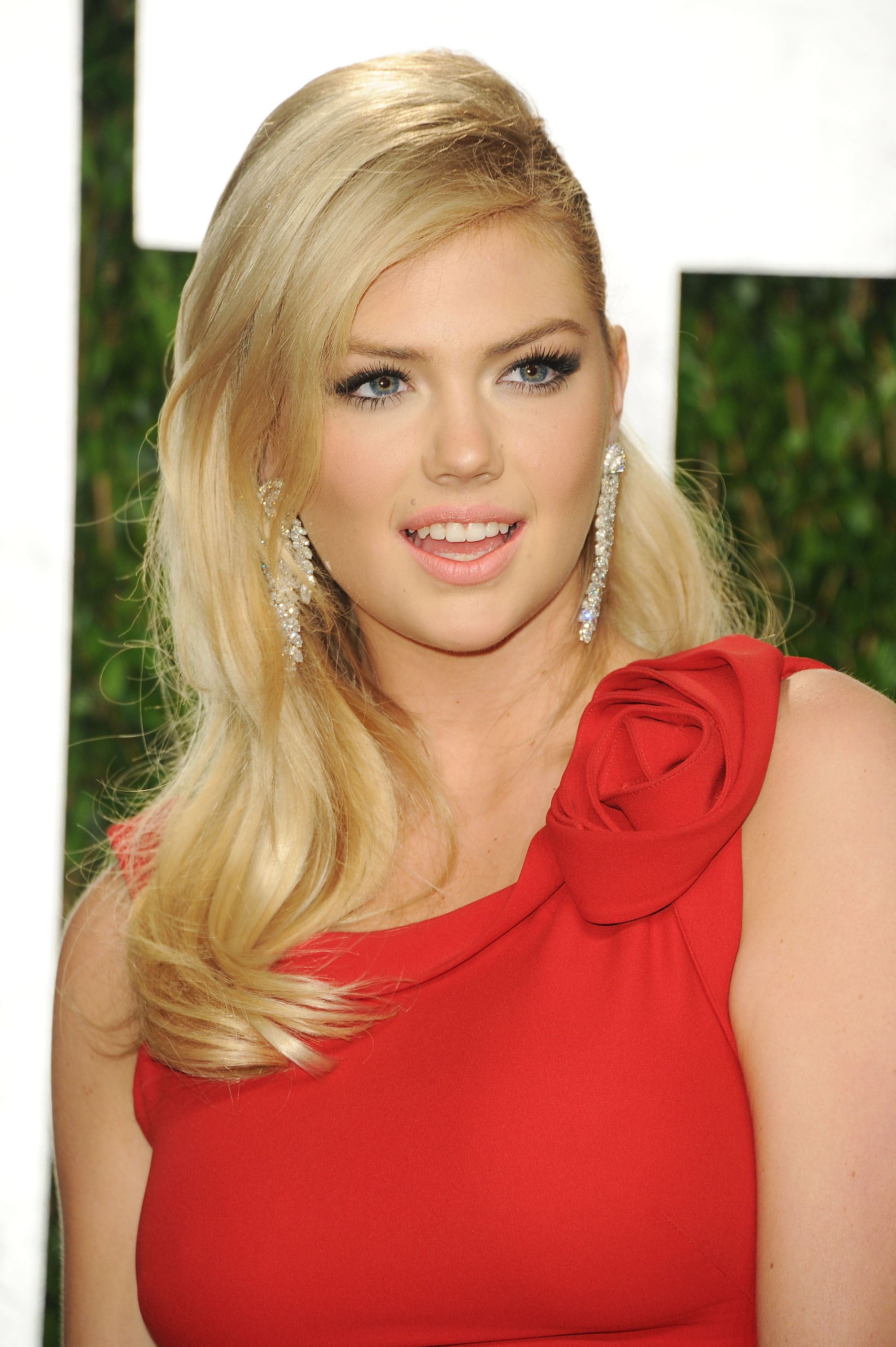 USA Hot Actress/Model Kate Upton Biography 2014 LiveTV.pk