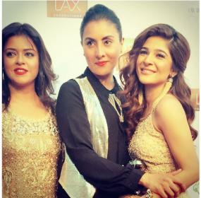 Pakistani-Actresses-Ayesha-Omar-and-Maria-Wasti-enjoying-in-USA-1