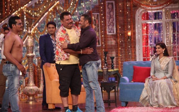 Salman Khan and Sonam Kapoor in Kapil Sharma Show 05