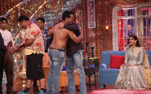 Salman Khan and Sonam Kapoor in Kapil Sharma Show 04