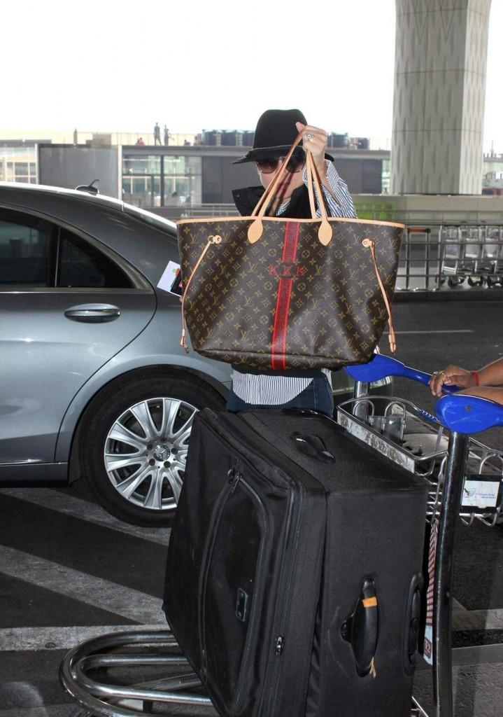 Kareena Kapoor Khan's airport look 04