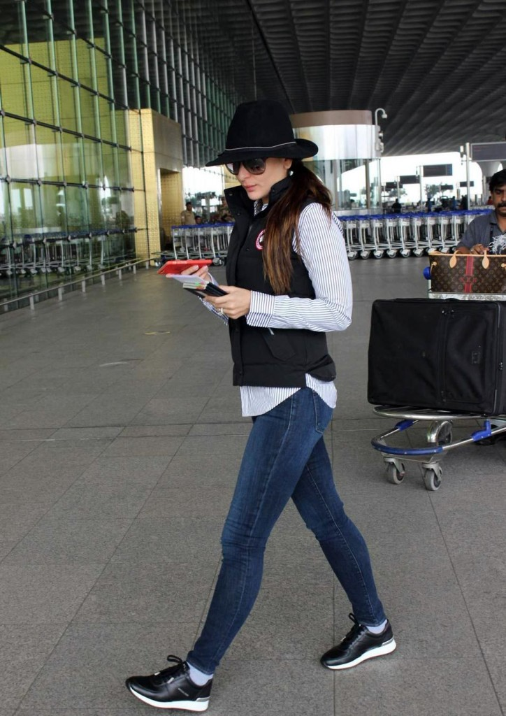 Kareena Kapoor Khan's airport look 07