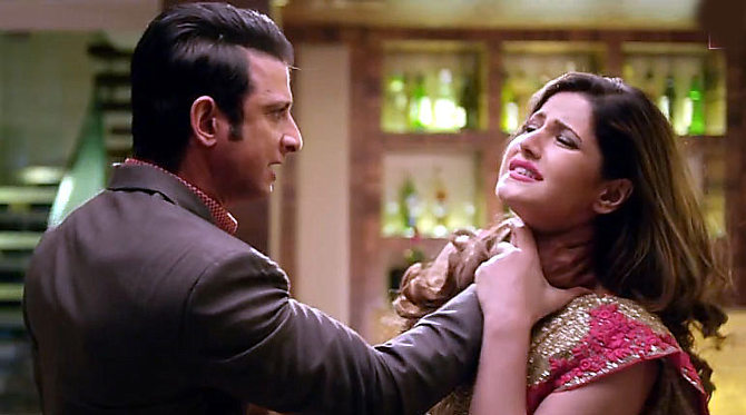 Zarine Khan Latest Pictures in Hate Story 3 10