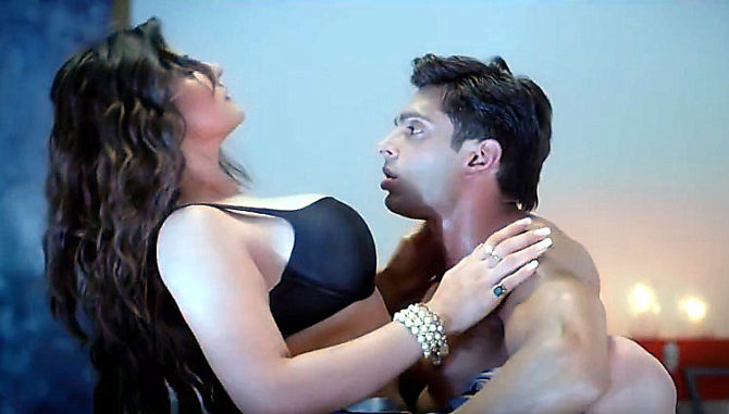 Zarine Khan Latest Pictures in Hate Story 3 04