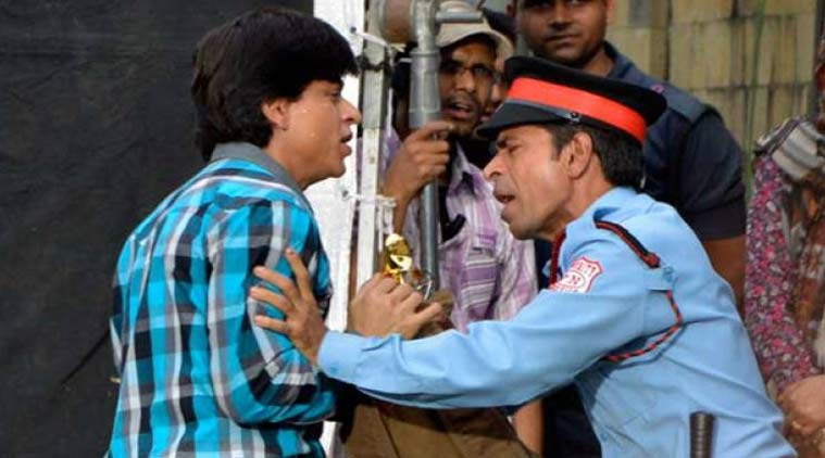 SRK Stoped by Guard