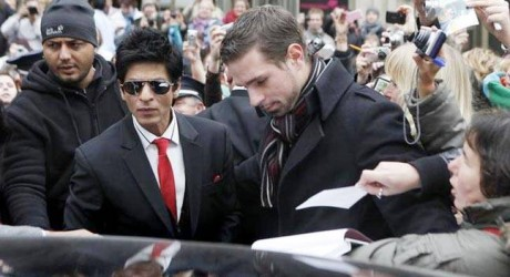 Americans Detain Shah Rukh Khan at Los Angeles Air Port