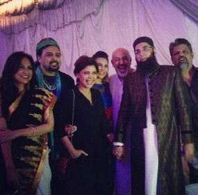 Junaid-Jamshed-Is-Being-Criticized-For-Holding-The-Hadiqa-Kiyani's-Hand-paknation-3